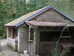 Lavoir  du hameau de Montormentier transformé en cabane de chasse